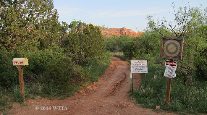 This is a picture of the Lighthouse trailhead when coming from the Lighthouse parking area.